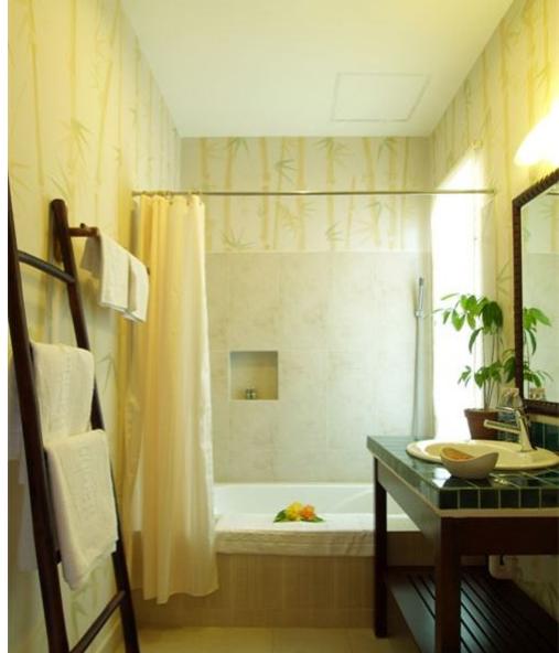 Dùng các vật dụng như rèm cửa để hạn chế ánh nắng
