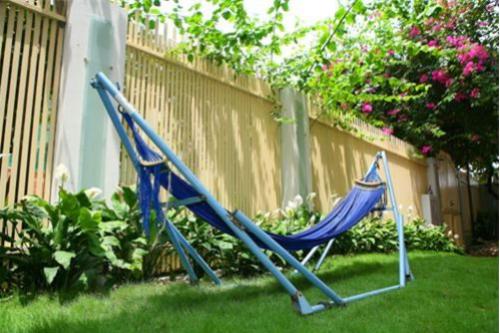 Xây dựng sân vườn với nhiều cây xanh là một lựa chọn tốt