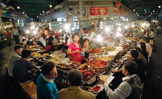 Quán ăn trên vỉa hè tại Hàn Quốc