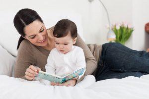 Đọc sách cho bé nghe từ sớm giúp bé phát triển trí thông minh