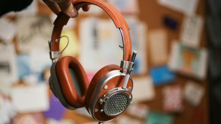 Tai nghe phong cách Master & Dynamic MH40