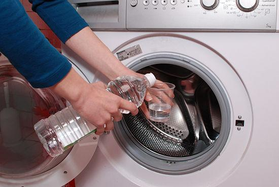 Sử dụng các chất chuyên tẩy rửa máy giặt