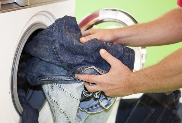 Thường xuyên giặt quần jean bằng máy giặt