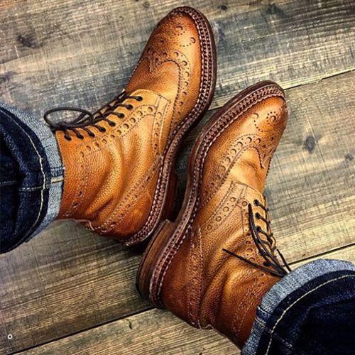 Một đôi giày phù hợp và vừa vặn sẽ giúp bạn nam trở nên tự tin hơn, thoải mái hơn.