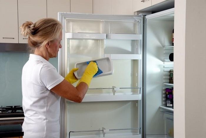 Vệ sinh tủ lạnh Samsung thường xuyên