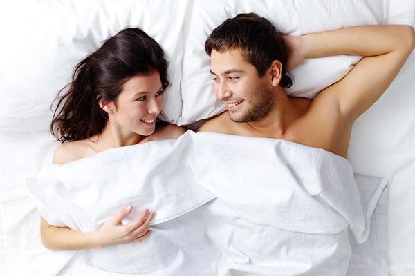 5 mẹo giúp giữ lửa tình yêu nhờ chuyện giường chiếu