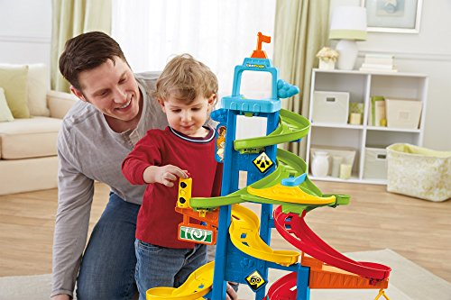 Cha mẹ dành thời gian vui chơi với con, việc chơi đùa sẽ phát huy hiệu quả tối đa với trẻ