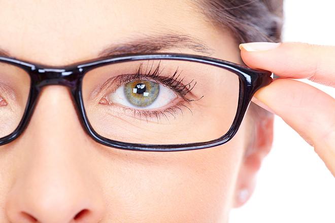 Mờ mắt do tật khúc xạ